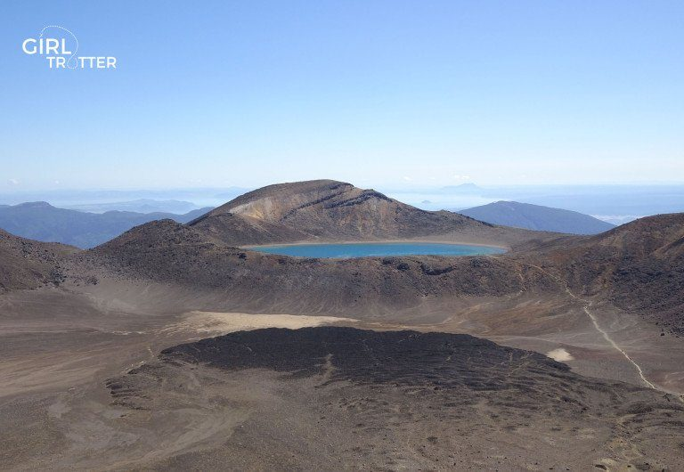Le blue lake de la Randonnée Tongariro Alpine Crossing Nouvelle-Zélande- Girltrotter