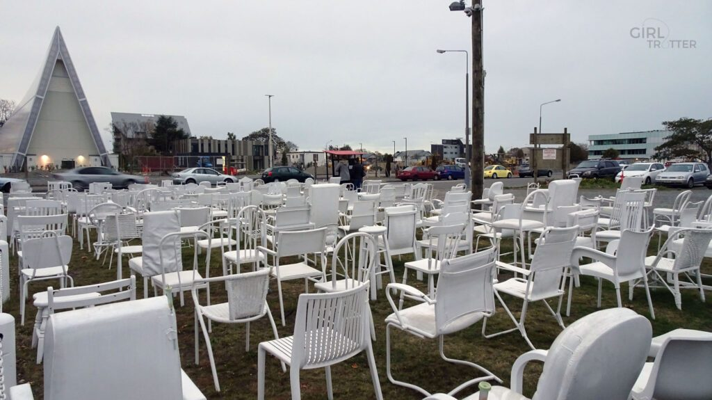 Mémorial des 185 chaises à Christchurch - Girltrotter