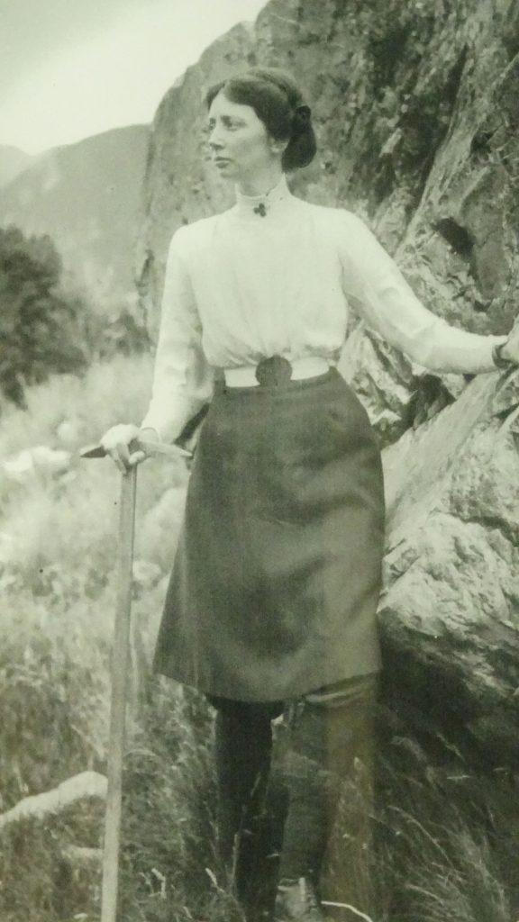 Freda de Faur lors de l'ascension du Mont Cook - Nouvelle-Zélande