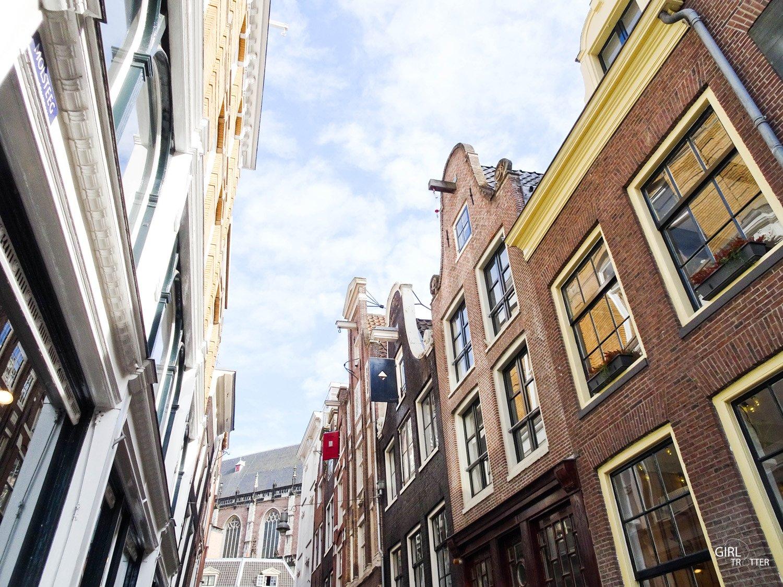 Visiter Amsterdam - maisons aux façaces pas droites