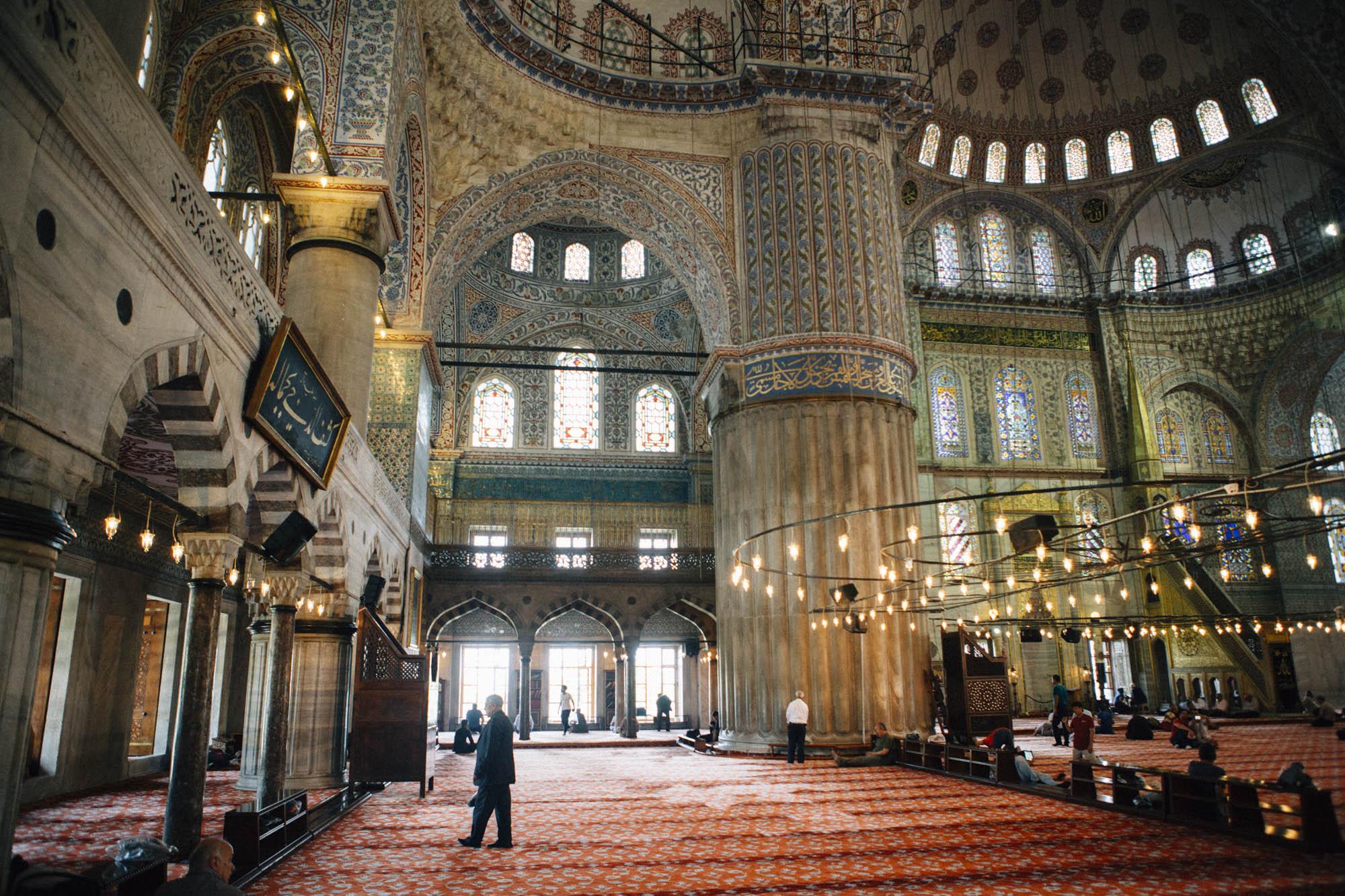 Intérieur mosquée Bleue ou mosquée du Sultan Ahmet a Istanbul