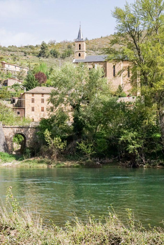 Village semi troglodyte de Peyre en Aveyron