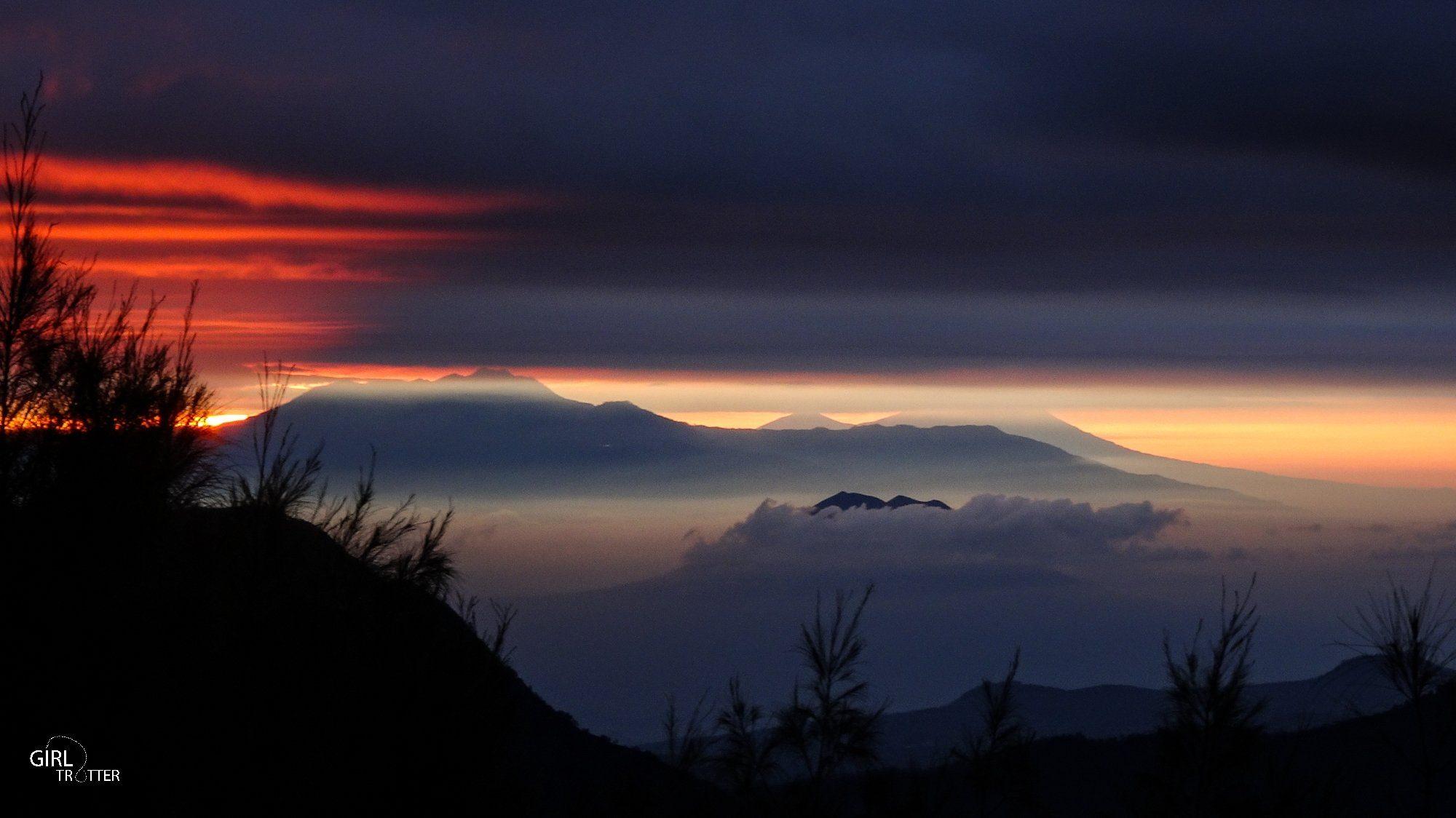 Lever de soleil au Volcan Bromo sur l'île de Java en Indonésie