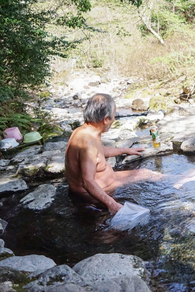 Onsen Hebinyu en pleine montagne nature au Japon dans les montagnes de beppu