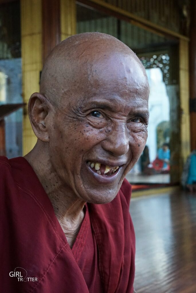 Moine au Myanmar