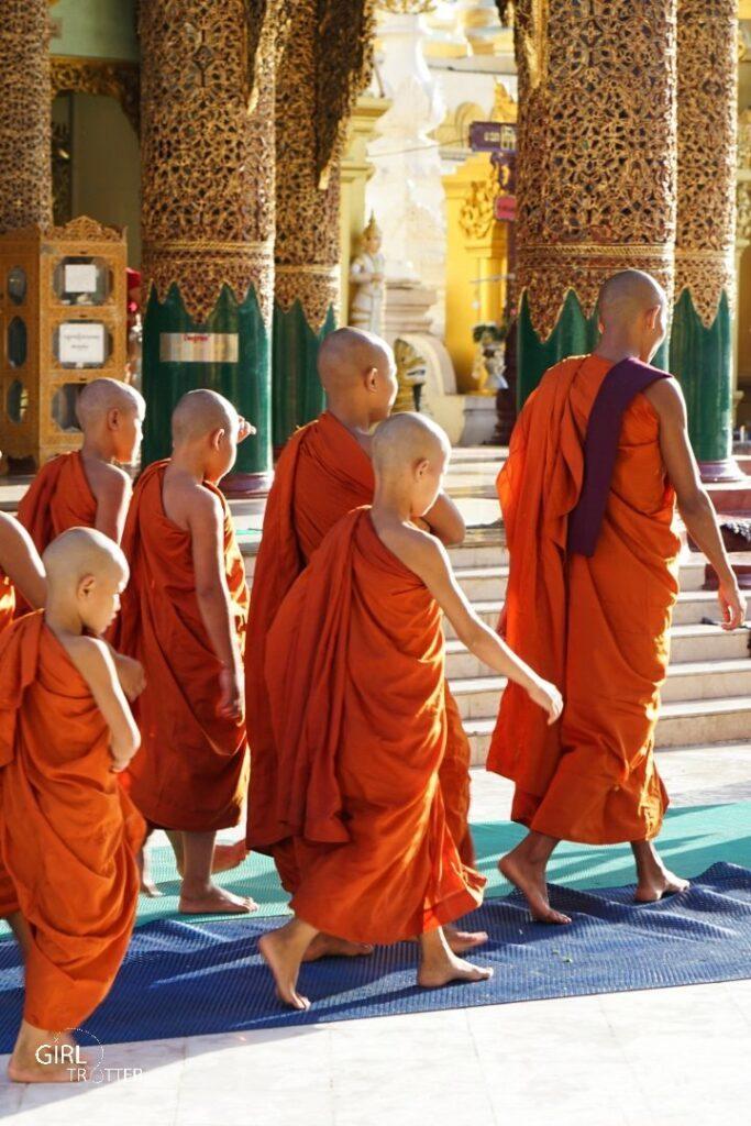 Moines au Myanmar
