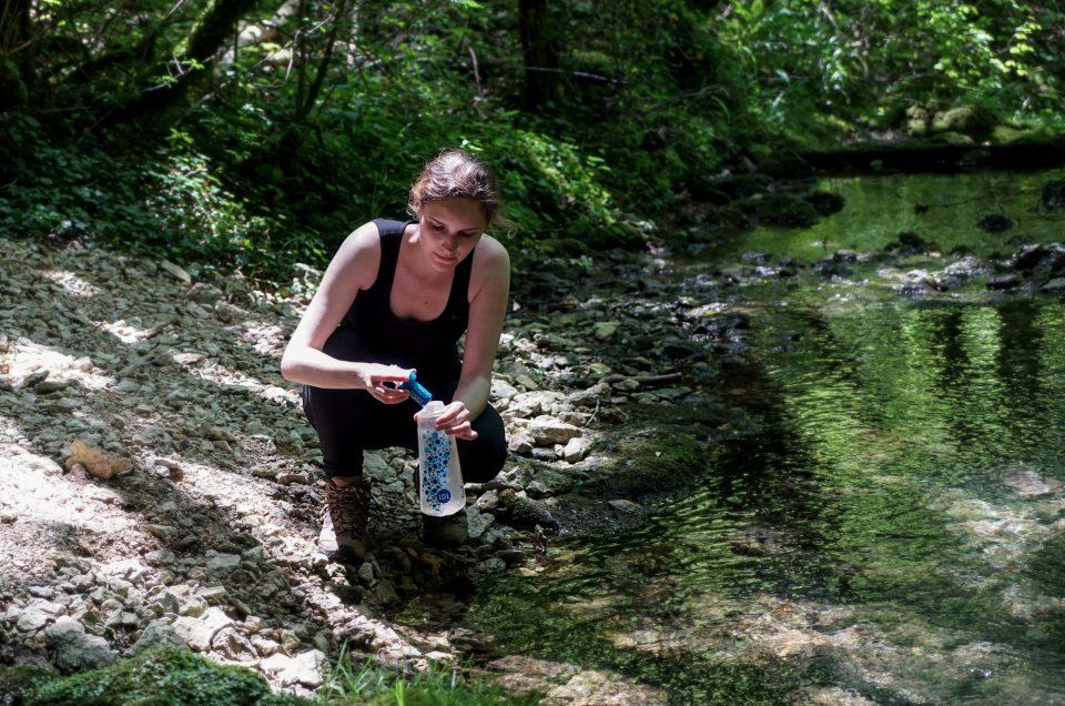 Comment purifier l'eau en randonnée pour la rendre potable ?