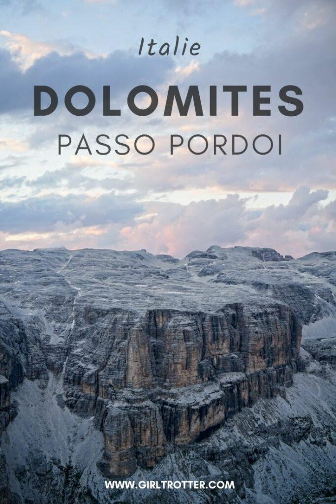 Passo Randonnée à Passo Pordoi dolomites en juillet