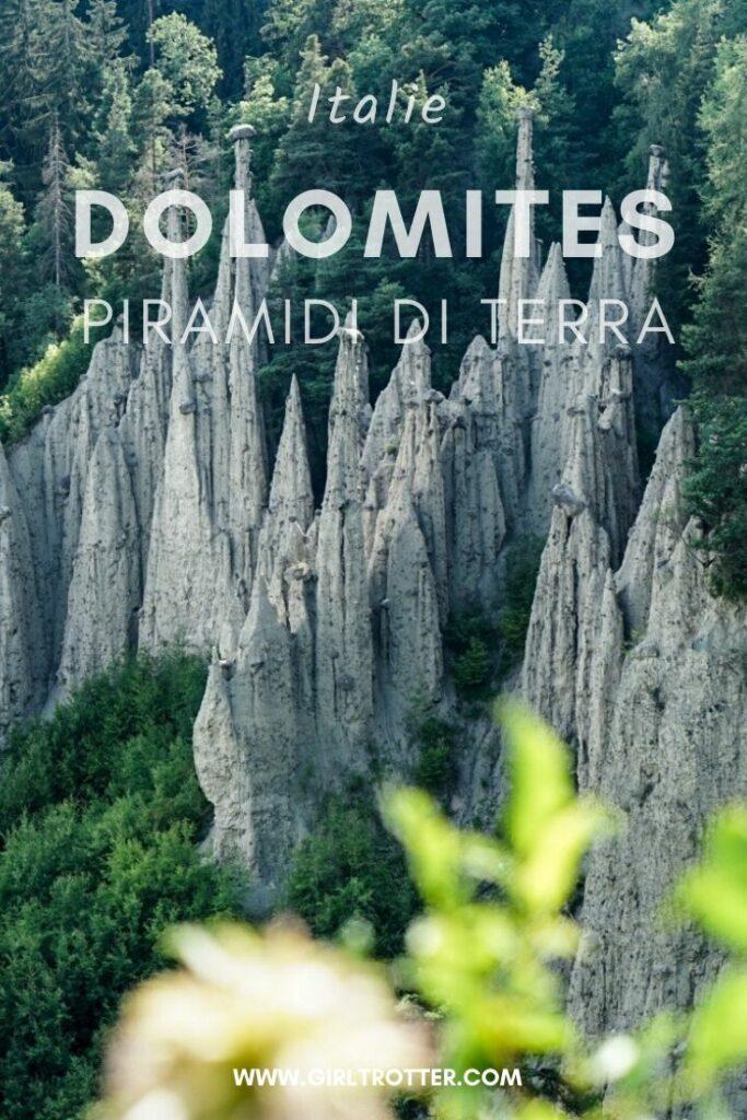 Piramidi de terra dolomites en juillet, Italie