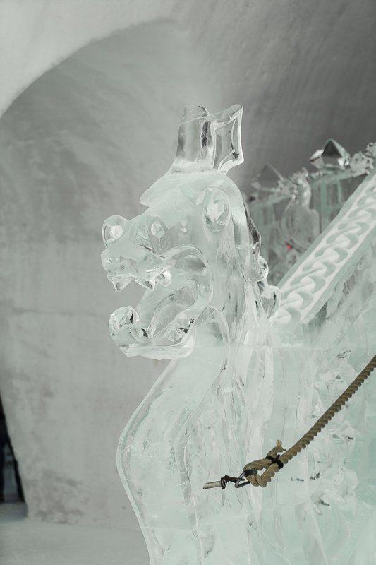 Escalier de glace de l'Hôtel de glace 2020 de Québec en hiver