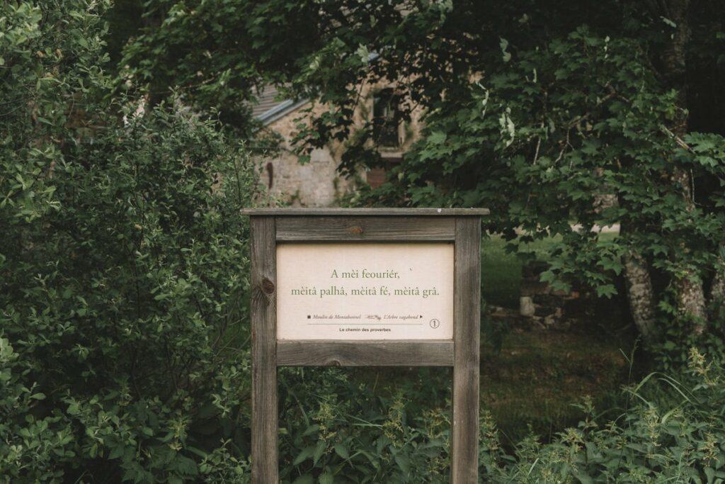 Chemin des proverbes du Moulin de Montabonnel hébergement en Ardèche du nord